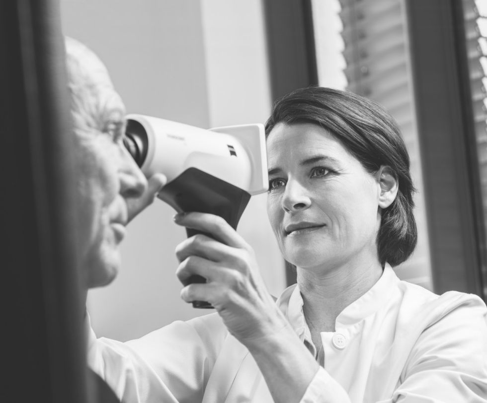 The portable VISUSCOUT® 100 fundus camera is now available from ZEISS for retinal examinations.